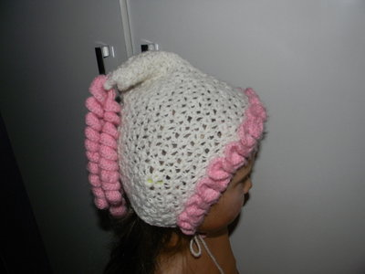 шапочка ручная работа на девочку 3-4 лет