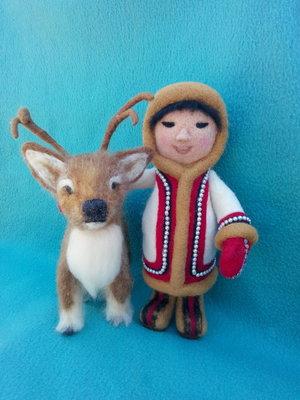 Кукла и олень.