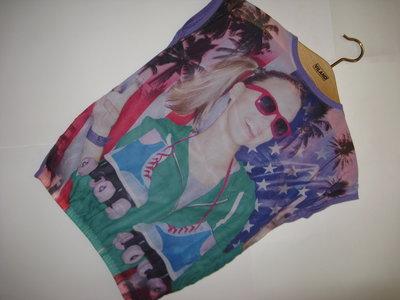 Модная яркая блуза-футболка с принтом yd