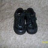 продам ботиночки чикко 26р