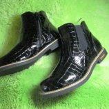Лаковые стильные ботиночки под рептилию на резинке